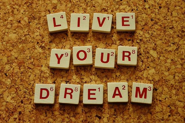 夢を叶える 言葉にして語ろう、書こう!