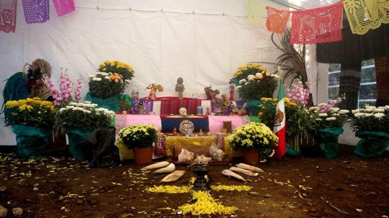 altares-de-muertos-in-italia-2016-torino