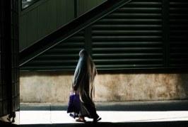 Nju Jork: Një burrë tenton t'i vërë flakën një gruaje muslimane, turiste skoceze