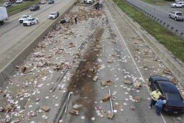 "Pica ""pushton"" autostradën (foto)"
