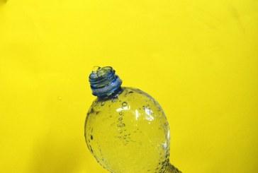 Shikoni se si njerëzit kanë ricikluar në mënyrë krijuese shishet plastike…bëjeni dhe ju (video)