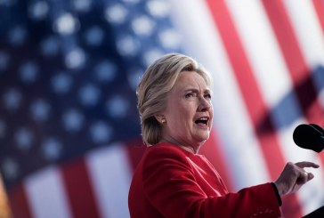 """Hillary i """"kthehet"""" fushatës: nga Trump, demokracia në rrezik"""