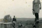 Foto e rrallë: gra kooperativiste, ecje e detyruar mbi traun e ekuilibrit