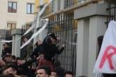 Protesta e studentëve, mesashi i një kleriku musliman: në emrin e Zotit, si dhe pse duhet shkuar drejt dialogut