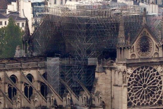 """Beogradi, kundër """"ndëshkimit të Perëndisë"""" për Francën: 1 milion euro për Notre Dame"""