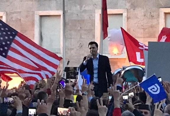 EFEKTI/ Opozita i bindet Perëndimit, proteston paqësisht. Basha: të na shohë Europa!