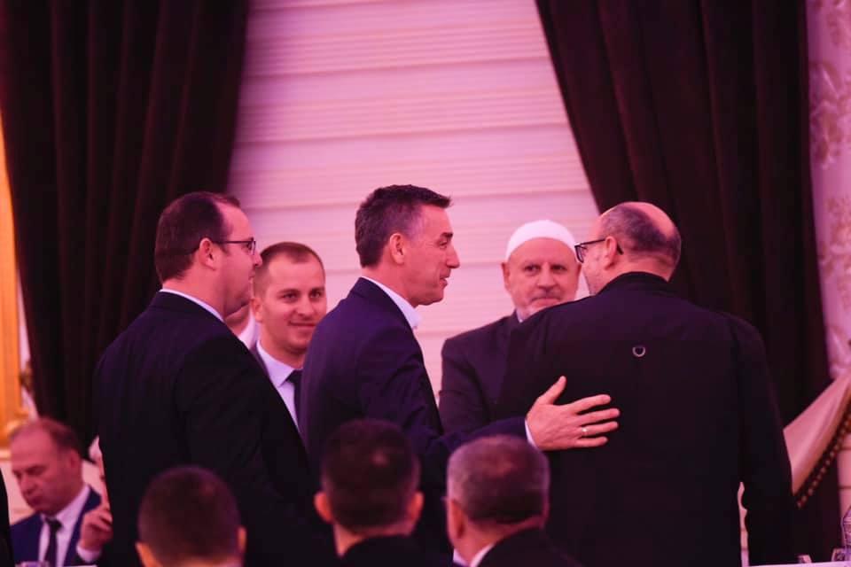 Kadri Veseli në iftar me familjet e dëshmorëve dhe veteranët e luftës  por a ishte agjërueshëm