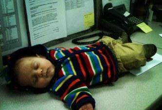 I lënë prindërit pa gjumë, por vet flenë si qengja (foto)