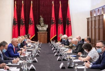 Listëhapja e Ramës: Meta iu ankohet ambasadorëve, kurajon Bashën për rezistencë