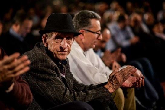 Kosova qan ikjen e Adem Mikullovcit: i madh në skenë e jetë, impresionues në parlament