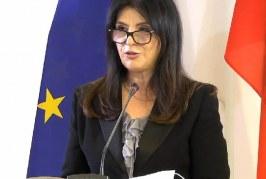 """RIKTHIMI/ Jozefina Topalli, """"në sinoret"""" e Bashës me partinë e re: emri dhe kauza"""