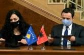"""""""Shën Valentini zgjedhor"""": Vjosa Osmani, """"në krahët"""" e Albin Kurtit për mbajtjen e Presidencës"""