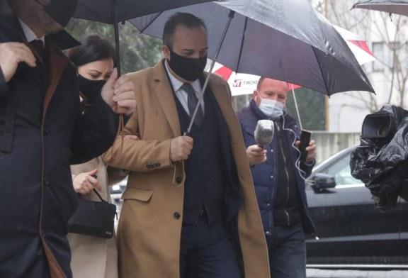 """VENDIMI/ """"Pa mëshirë"""" në drejtësinë shqiptare: pranga për Hoxhën dhe Priftin"""