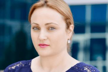 REAGIMI/ Gruaja që po trazon dhe SHBA: ç'fat e pret tropojanen e njohur të akuzës?
