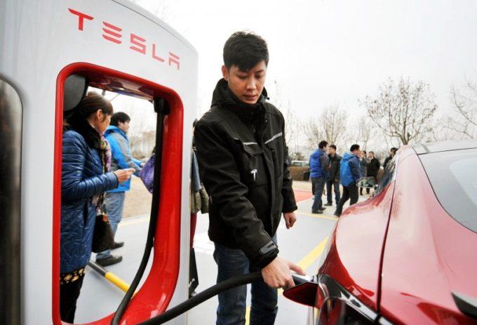 Model 3 se po updatu dobíjí o poznání rychleji