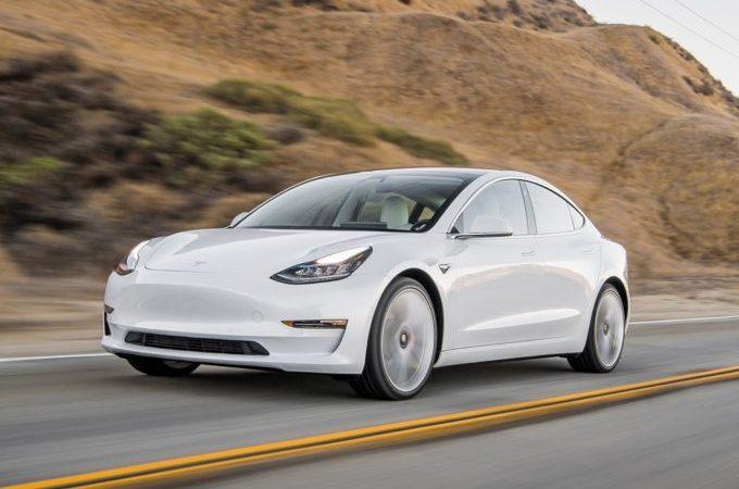 Tesla Model 3 posouvá hranice crashtestů. Využívá konstrukční výhody elektromobilů