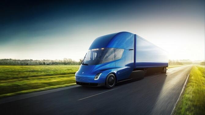 Tesla Semi byl spatřen na dálnici. Údajně bez řidiče