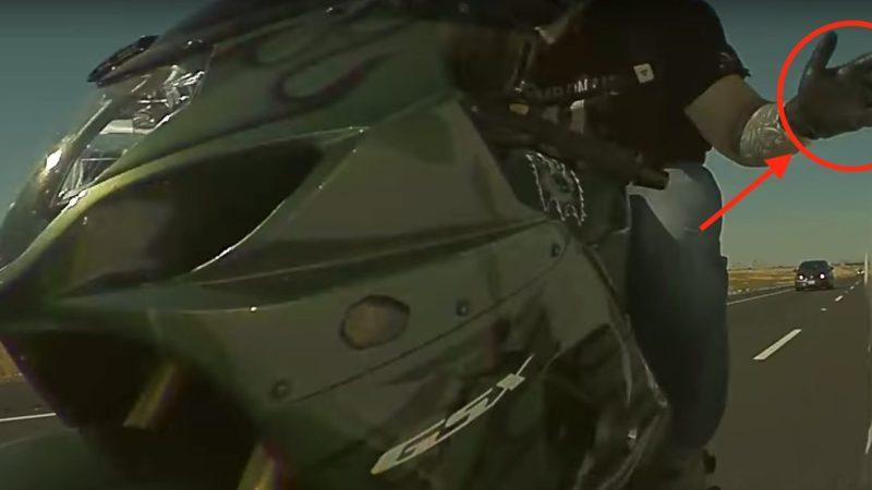 Tesla Dash Cam má další úspěch, tentokrát natočila zběsilého motorkáře