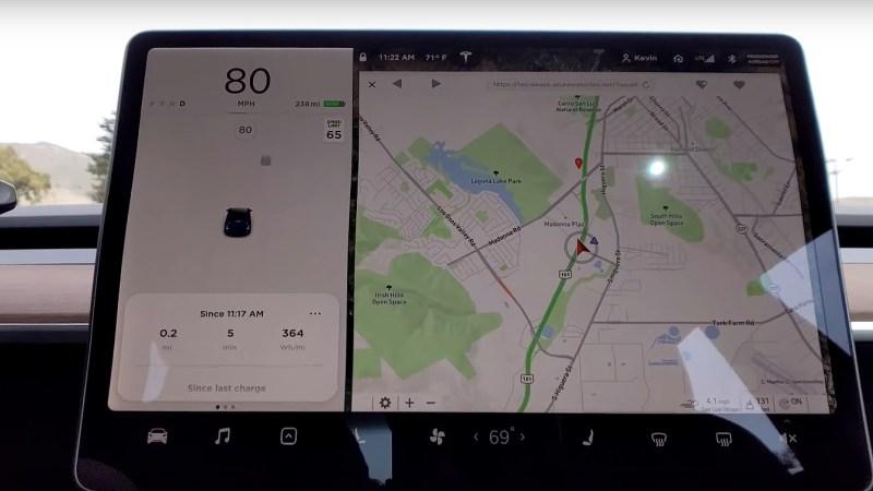 Tesla přidá DARK MODE do webového prohlížeče ve vozech Tesla