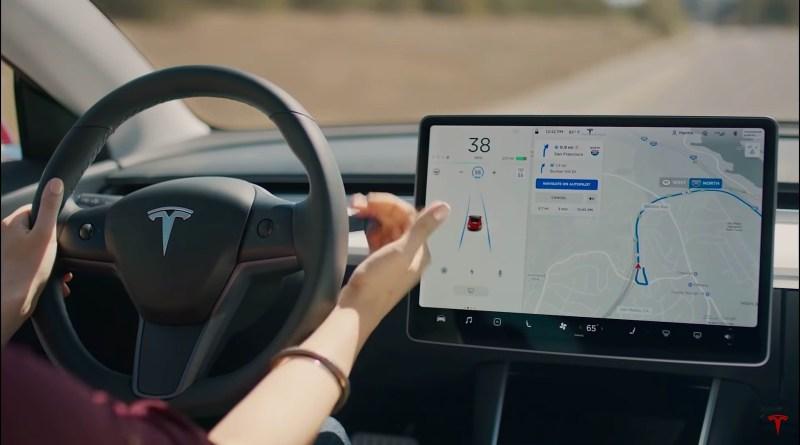 Tesla se dokáže sama řídit!