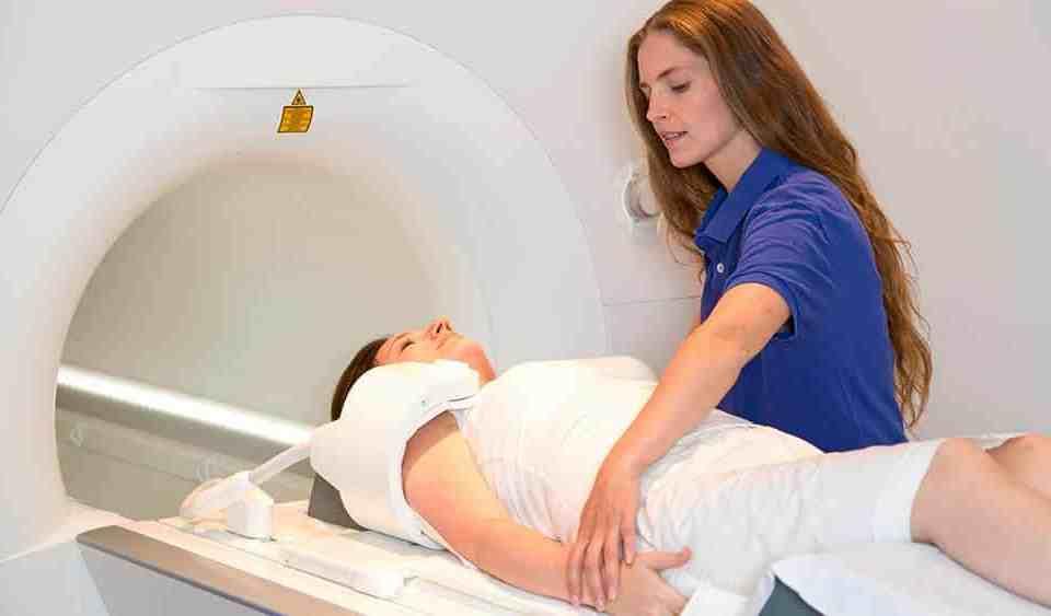 Qual a diferença entre ressonância magnética e tomografia computadorizada