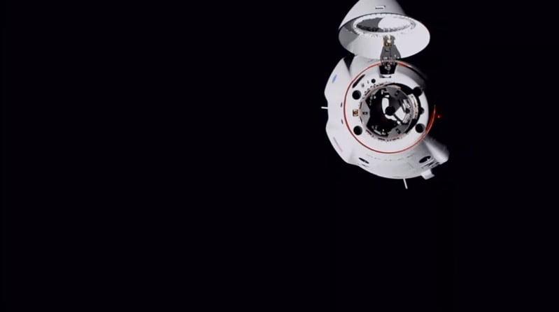 Spacex crew dragon docking