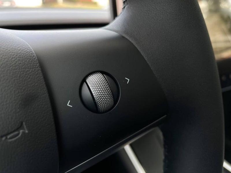 Tesla model y steering wheel