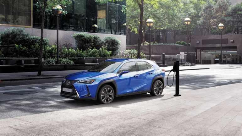 Lexus UX 300e поставляется с 10-летней гарантией на 1 миллион километров батареи