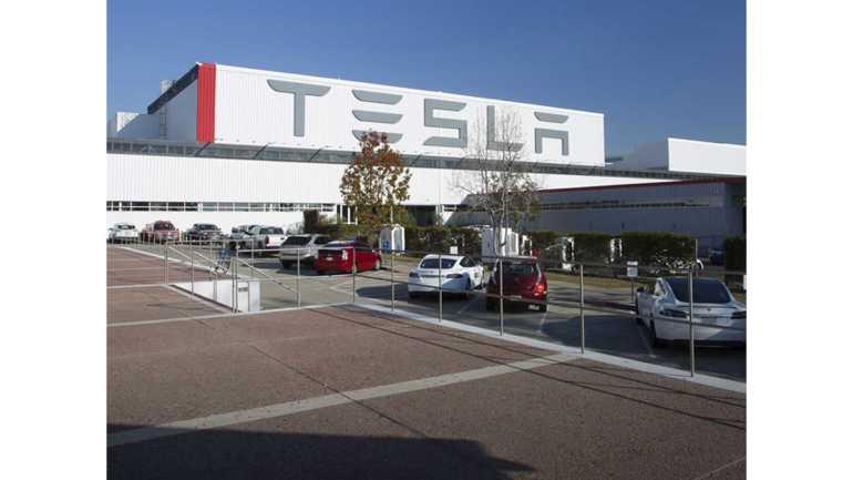 Округ Аламеда мигает и позволяет Tesla снова начать производство автомобилей во Фремонте
