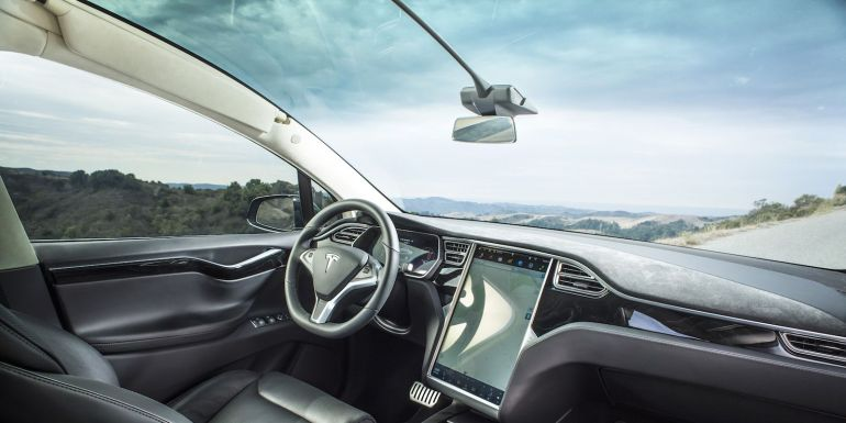 Tesla возвращает AM и FM-радио с модернизацией, но по цене