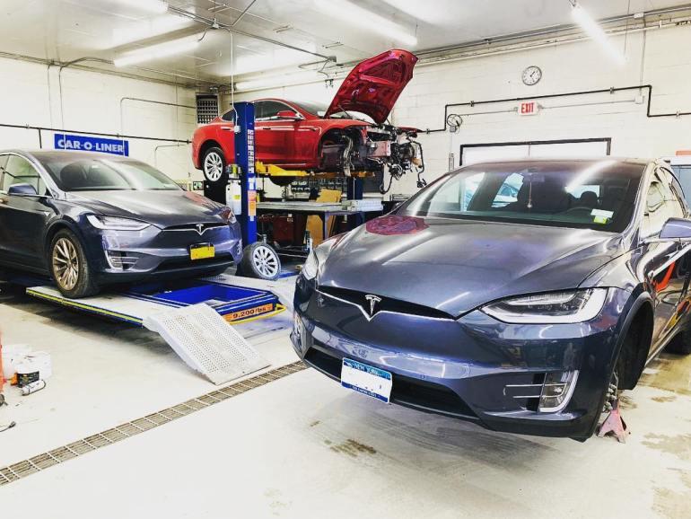 Владельцы Tesla получают доступ к функции панели инструментов, делая шаг навстречу праву на ремонтную поддержку