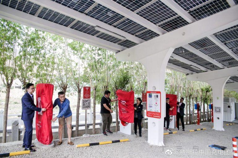 Tesla China запускает нагнетатели на солнечных батареях в солнечном Тибете