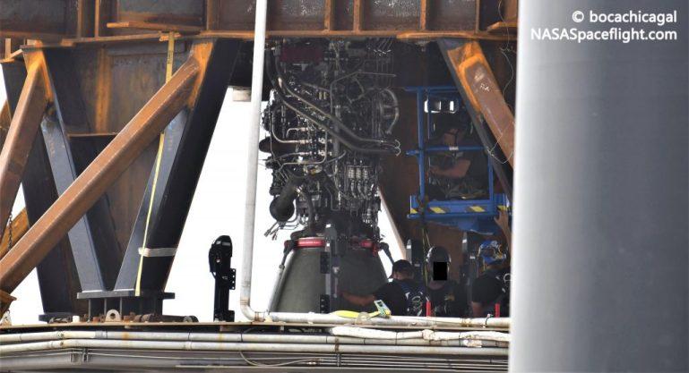 SpaceX начинает установку двигателей Raptor на первый супертяжелый ускоритель