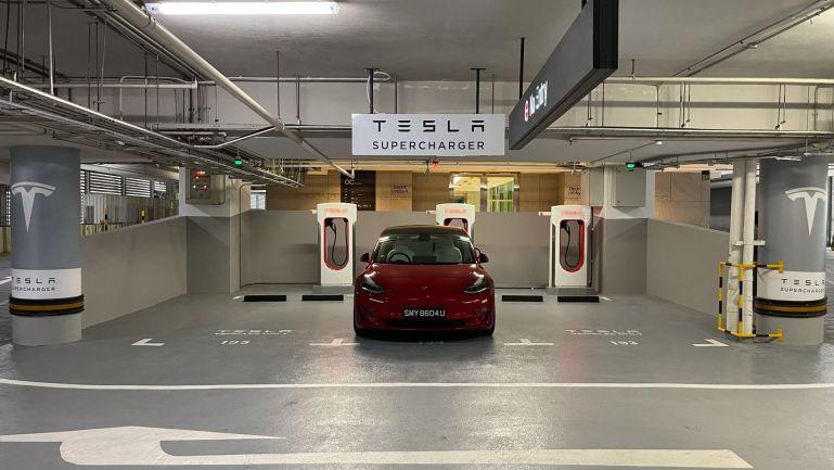 Tesla запускает первые нагнетатели V3 в Сингапуре перед начальными поставками