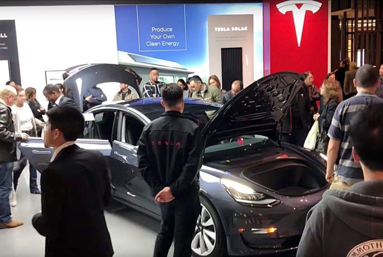 Розничная стратегия Tesla изменится в третий раз за три года