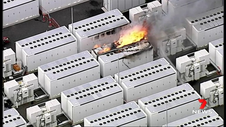 Аккумулятор Tesla Megapack в Виктории загорелся во время тестирования, о травмах не сообщалось