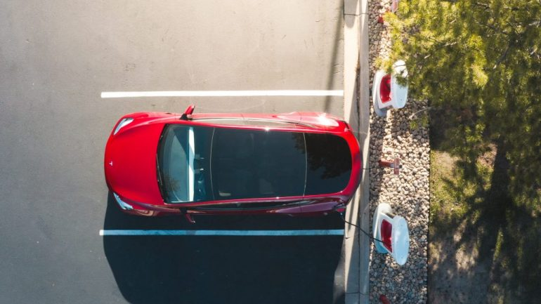 Tesla Supercharger перейдет на ценообразование на электромобили других производителей
