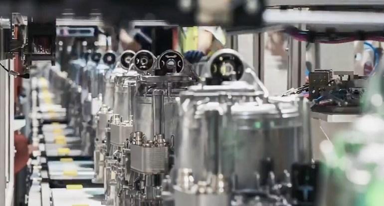 Tesla поделилась редким обзором своей линейки электродвигателей и аккумуляторных батарей в Giga Shanghai