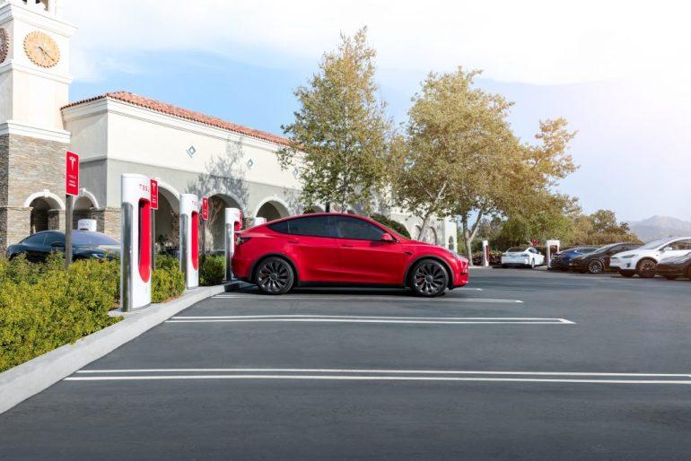 Сильный старт Tesla в августе уверенно заручился поддержкой Пайпер Сэндлер