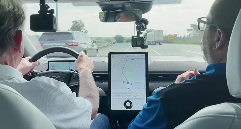 Tesla Autopilot и Ford BlueCruise сравнили в жестокой критике