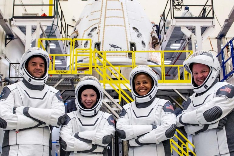 Астронавты SpaceX Inspiration4 обнаружили во плоти `` купол '' дракона