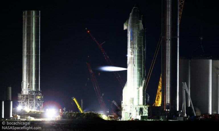 Орбитальный прототип космического корабля SpaceX сбрасывает плитки, оживает во время первых испытаний
