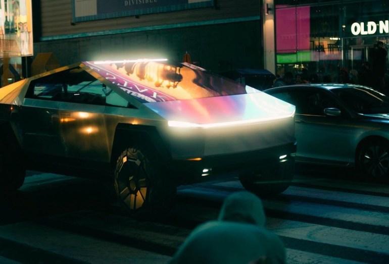Илон Маск обновил цель доставки Tesla Cybertruck, намекая на новые функции