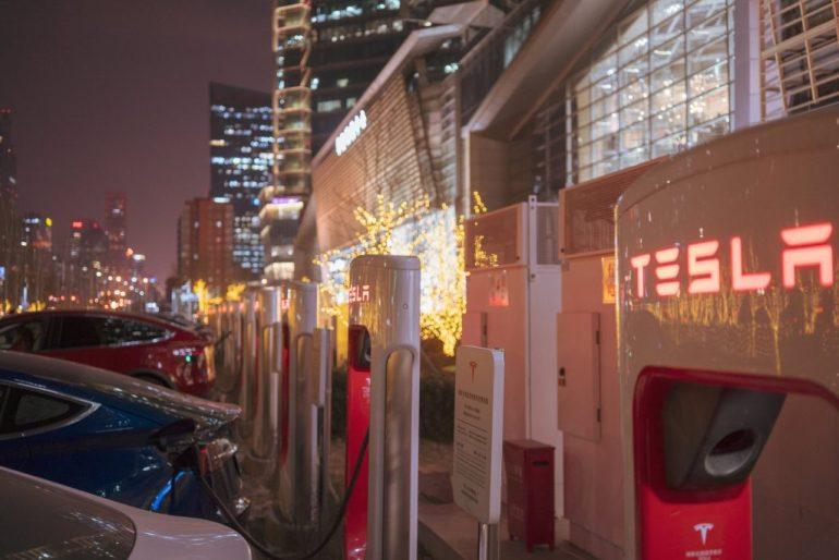 Открытая сеть нагнетателя Tesla для других электромобилей может начаться в Европе в следующем месяце