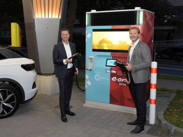 Volkswagen соединяется с E.ON для создания быстрого зарядного устройства для электромобилей мощностью 150 кВт, способного накапливать энергию