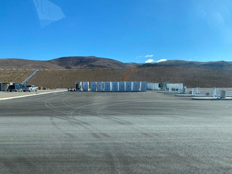 Сайт Tesla Semi Megacharger, как сообщается, строится в Гига Невада