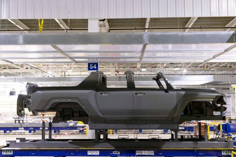GM планирует стать лидером в области программного обеспечения для электромобилей, расширив линейку электромобилей до 20 к 2028 году: Reuters