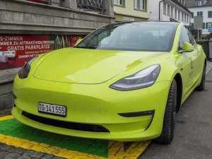 Keltainen Tesla