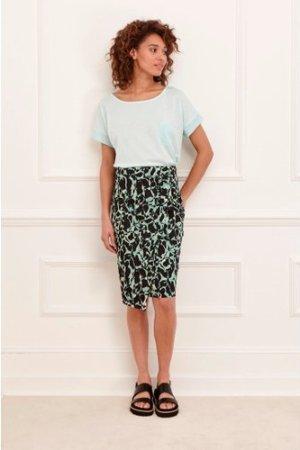 Silhouette Asymmetric Hem Skirt