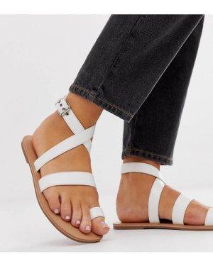 London Rebel wide fit toe loop flat sandals-White